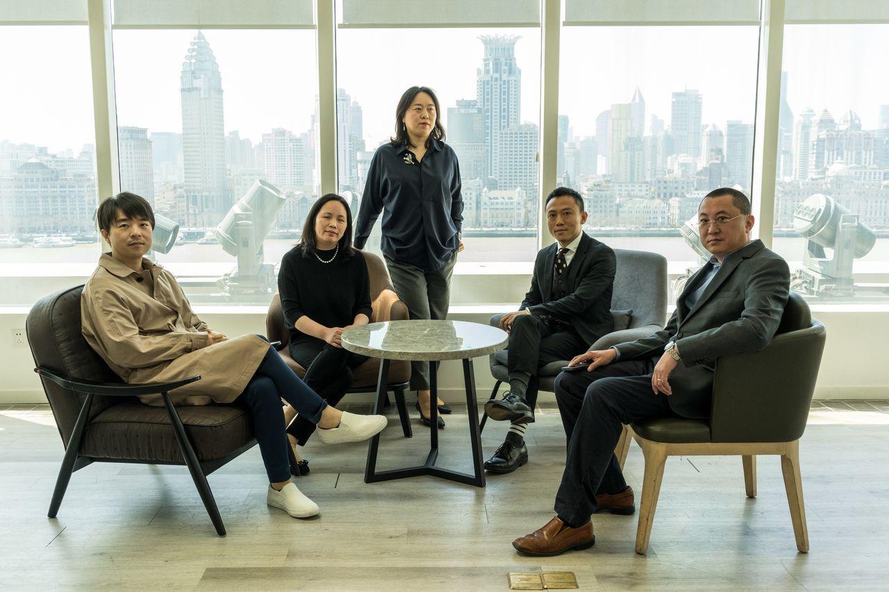 3月22日,孙丹莹和她的团队在上海陆家嘴金融区。