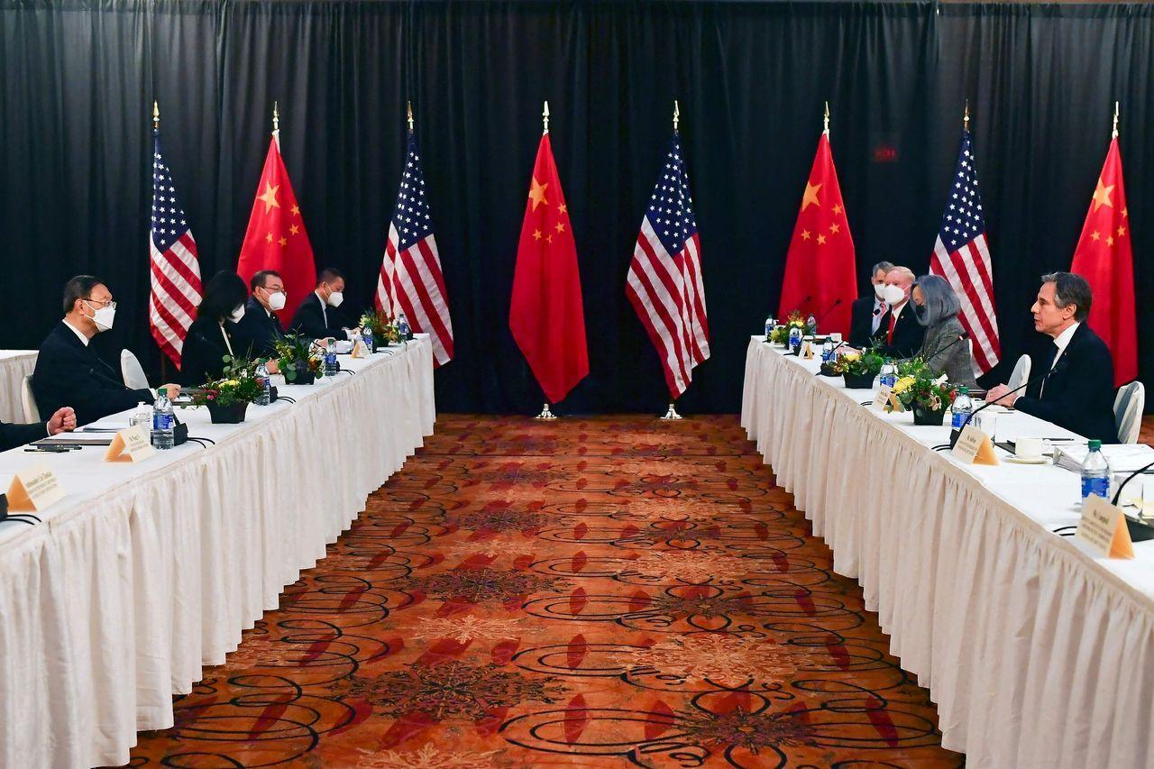 今年3月,美国国务卿布林肯(右二)在美中安克雷奇高层会谈上。