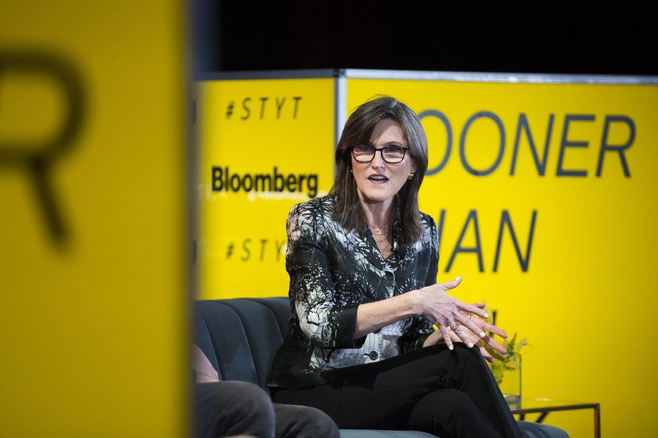 凯西·伍德的ARK Invest的迅速扩张已反噬其投资者。