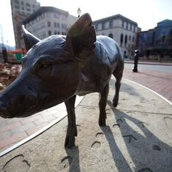 photo of pig sculpture in downtown Asheville along the Asheville Urban Trail