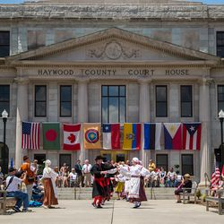 Photo of the International Dance Festival in front of the Court House