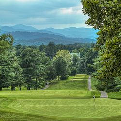 photo of long drive with mountains in the background at the Grove Park Inn historic golf course