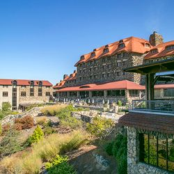 Photo of the Back of the grove Park Inn that looks out onto the Mountains