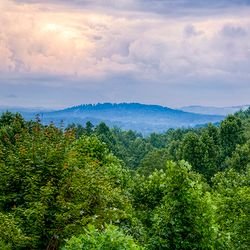 Photo of an overlook at the Blue Ridge Mountains