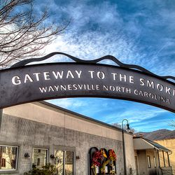Photo of Arch Gateways to the Smokies Sign