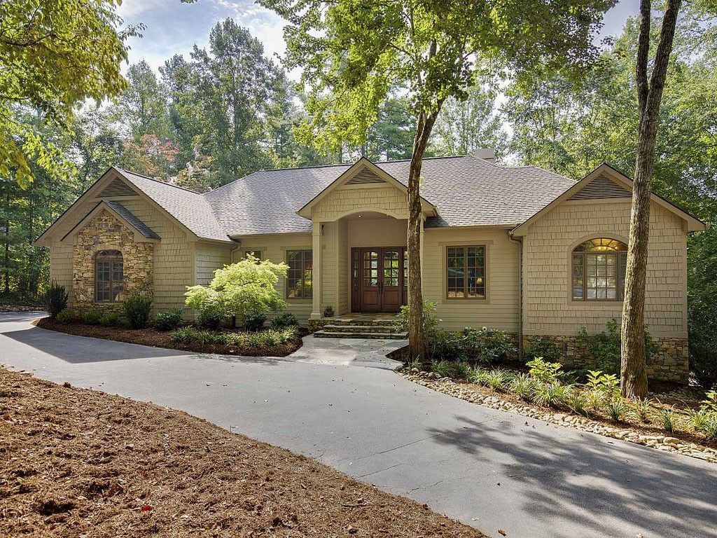301 Pine Forest Trace in Hendersonville, North Carolina 28739 - MLS# 593658