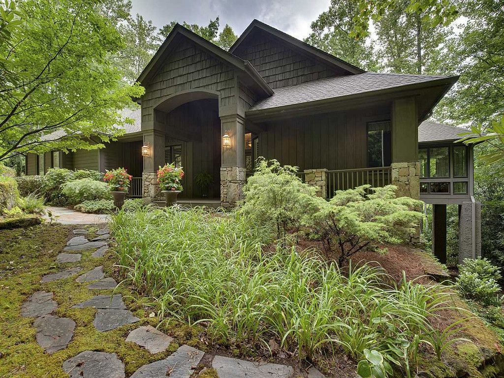 77 Old Hickory Trail in Hendersonville, North Carolina 28739 - MLS# 3193233