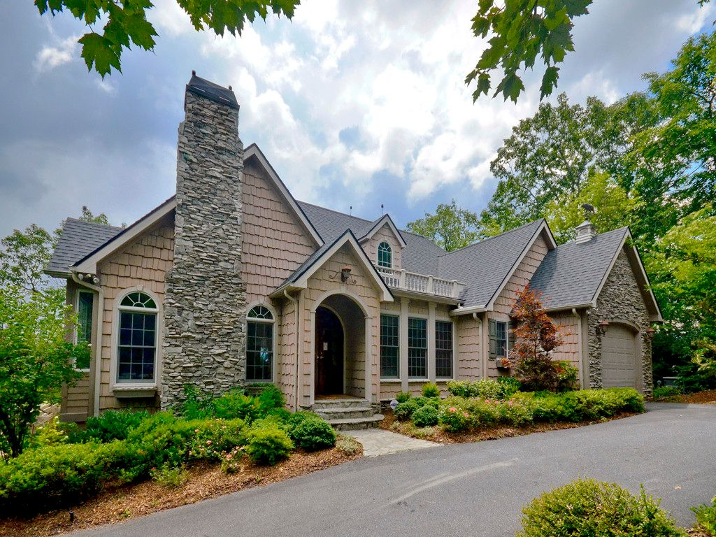 204 Crestview Drive in Black Mountain, North Carolina 28711 - MLS# 3206927