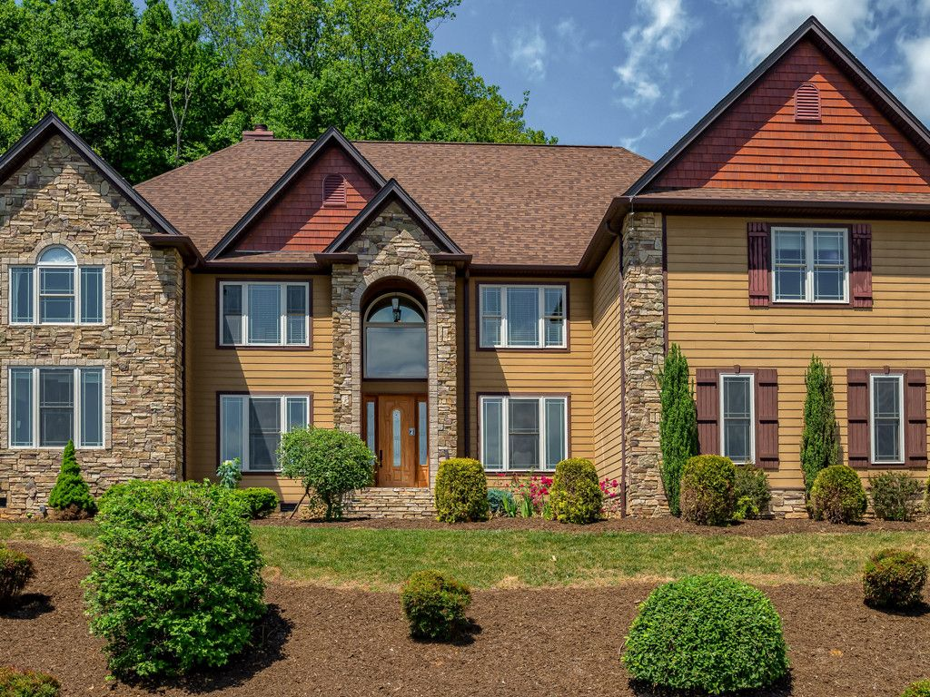 36 Carrolls Place Court in Mills River, North Carolina 28759 - MLS# 3251592
