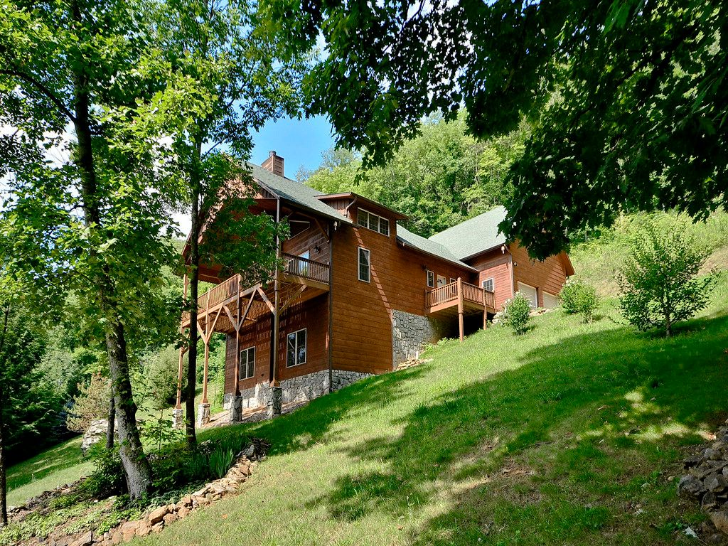 872 Cobblestone Drive in Waynesville, North Carolina 28786 - MLS# 3259078