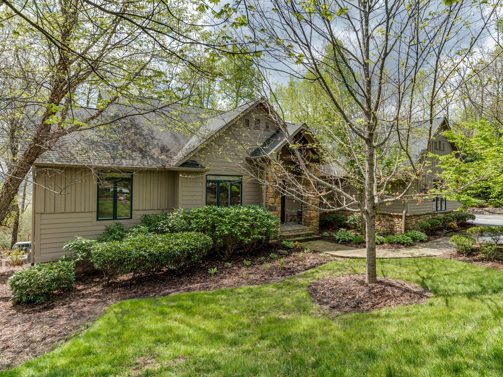 305 Piney Knoll Lane in Hendersonville, North Carolina 28739 - MLS# 3271417