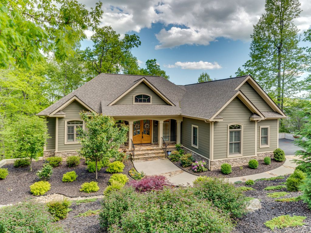 207 Bent Pine Trace in Hendersonville, North Carolina 28739 - MLS# 3272108
