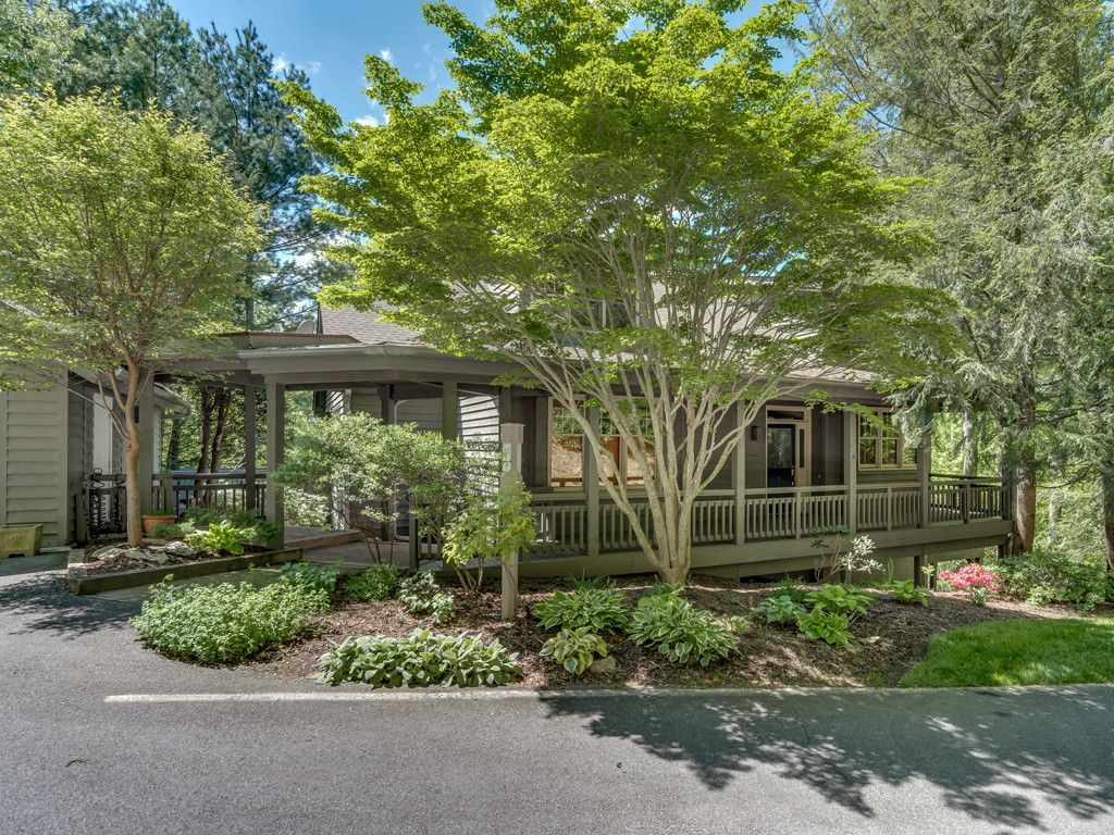 8 Wild Ivy Run in Hendersonville, North Carolina 28739 - MLS# 3275990
