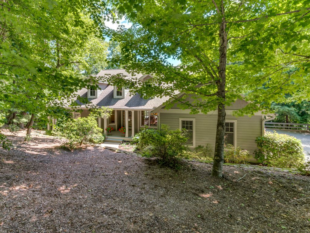 206 Bent Pine Trace in Hendersonville, North Carolina 28739 - MLS# 3290184