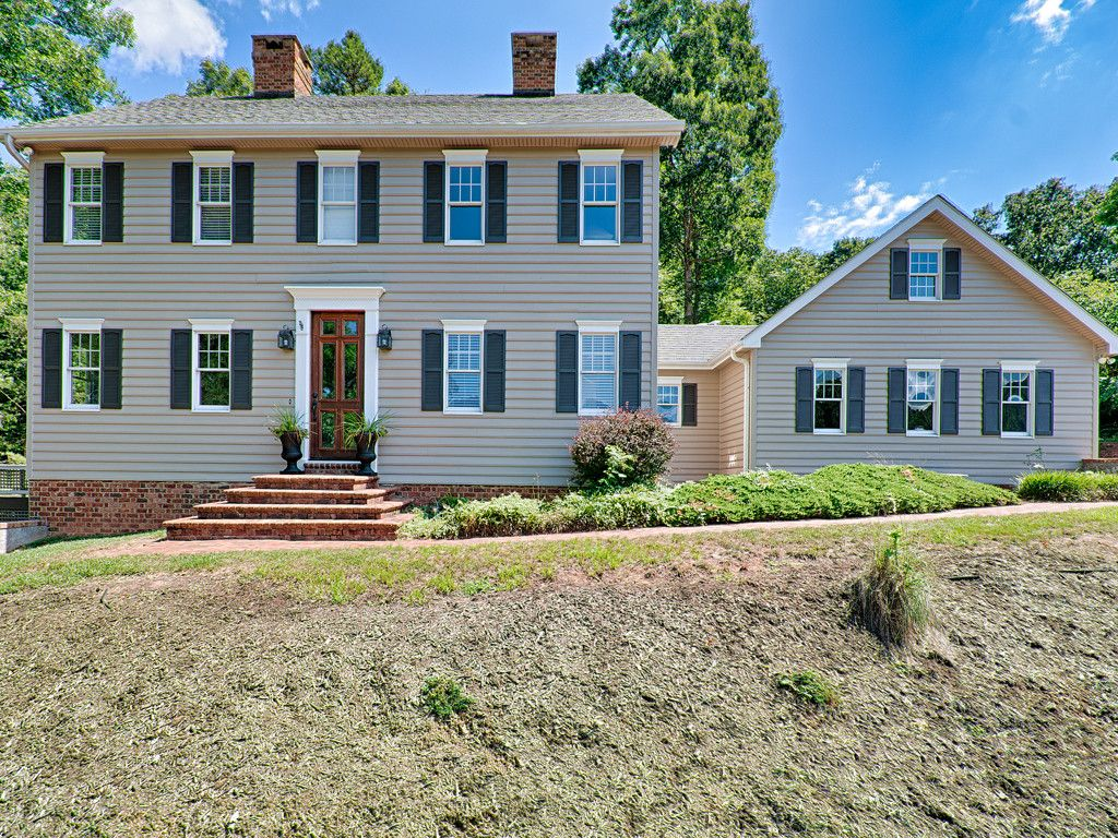 166 Skyview Circle in Asheville, North Carolina 28804 - MLS# 3293803