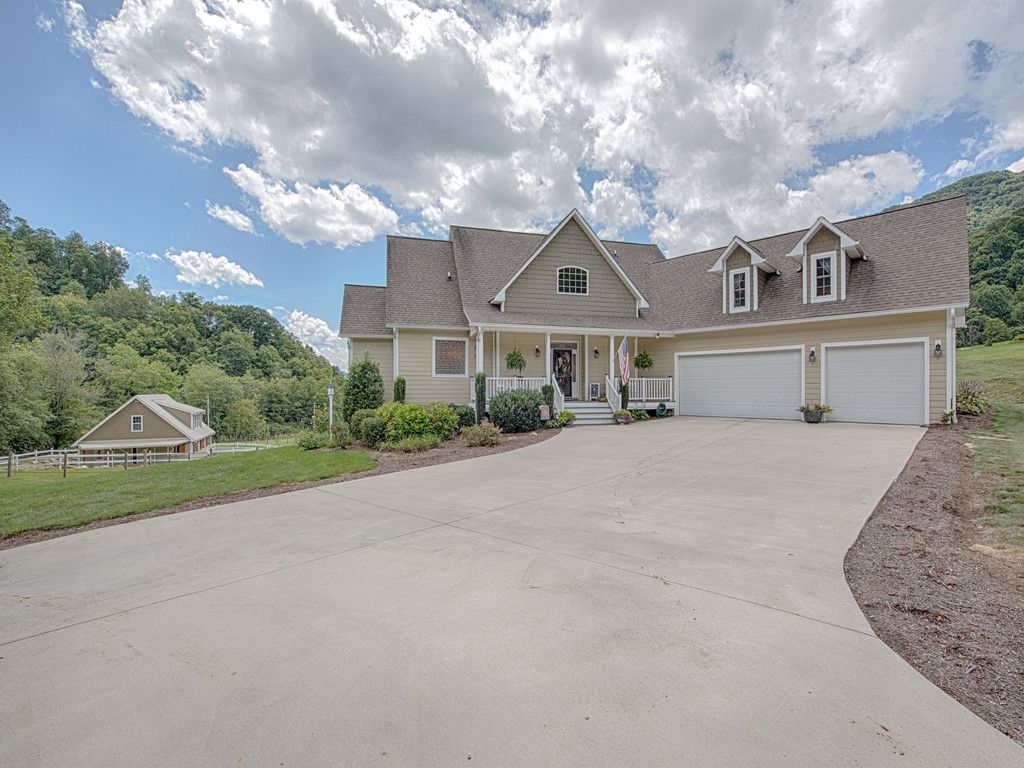 17 Rolling Meadow Lane in Clyde, North Carolina 28721 - MLS# 3302862