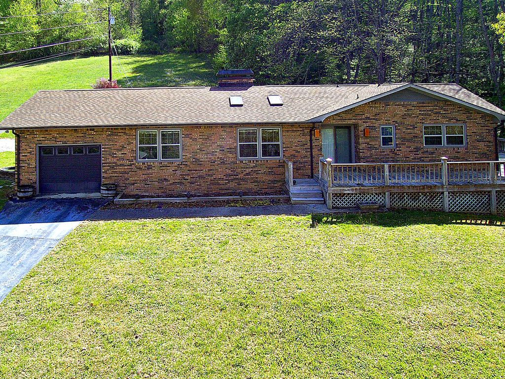 518 Julia Lane in Maggie Valley, North Carolina 28751 - MLS# 3306681