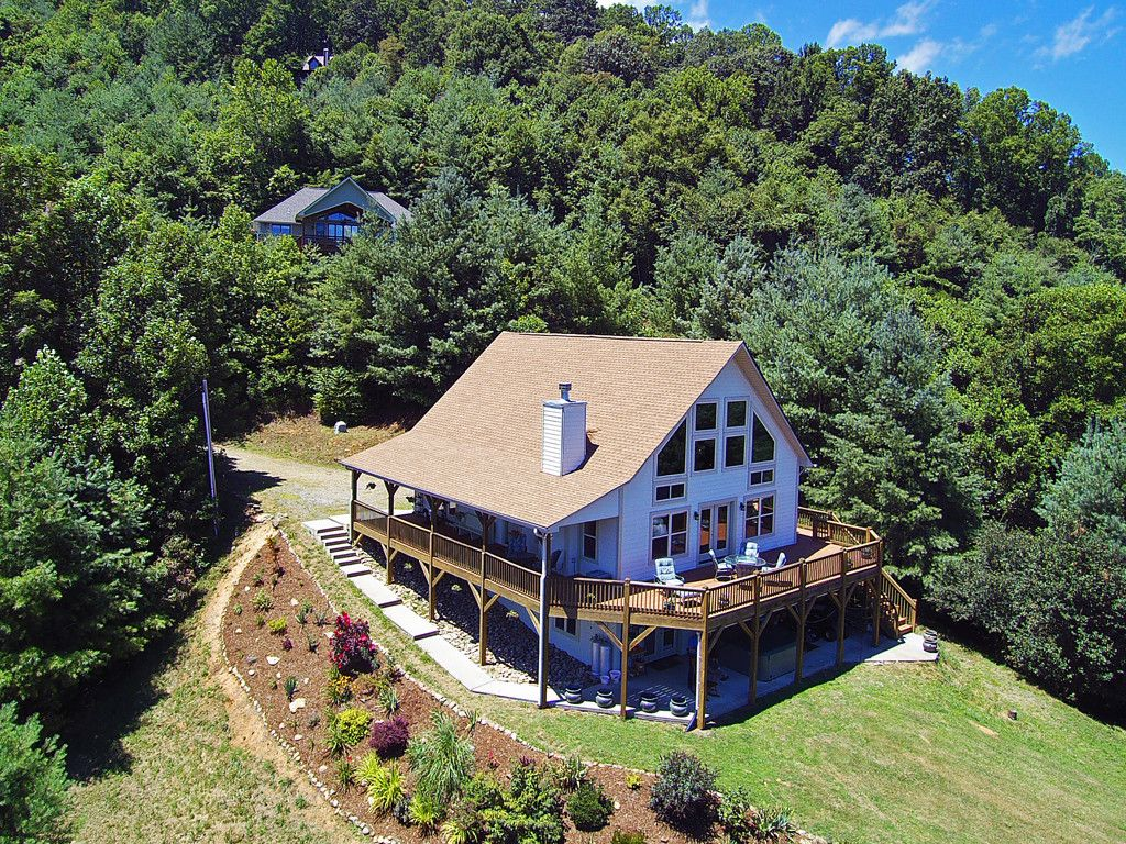 16 Placid Knoll Drive in Waynesville, North Carolina 28785 - MLS# 3309433