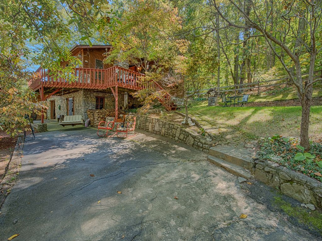 405 Hunt Estates Drive in Waynesville, North Carolina 28786 - MLS# 3327115
