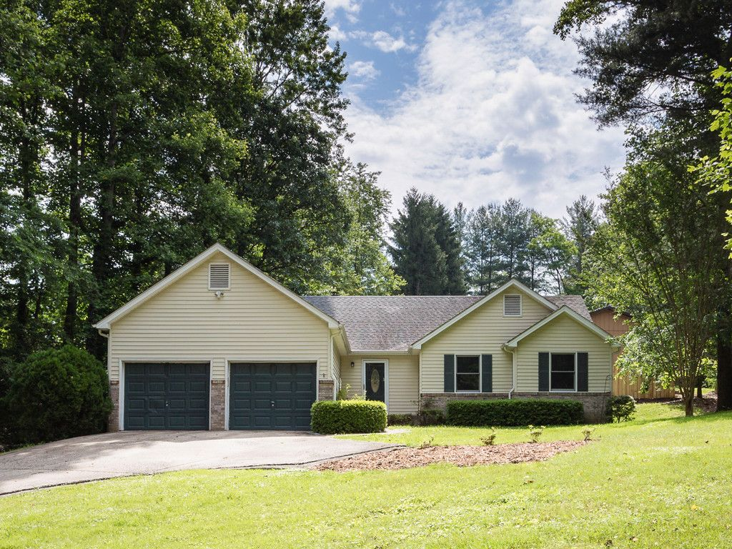 5 Sioux Drive in Hendersonville, North Carolina 28739 - MLS# 3329929