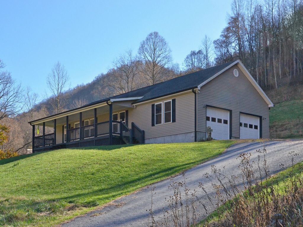 200 Rabbit Hop Drive in Burnsville, North Carolina 28714 - MLS# 3337042