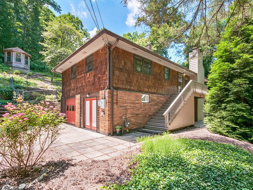 36 Valle Vista Drive in Asheville, North Carolina 28804 - MLS# 3340339