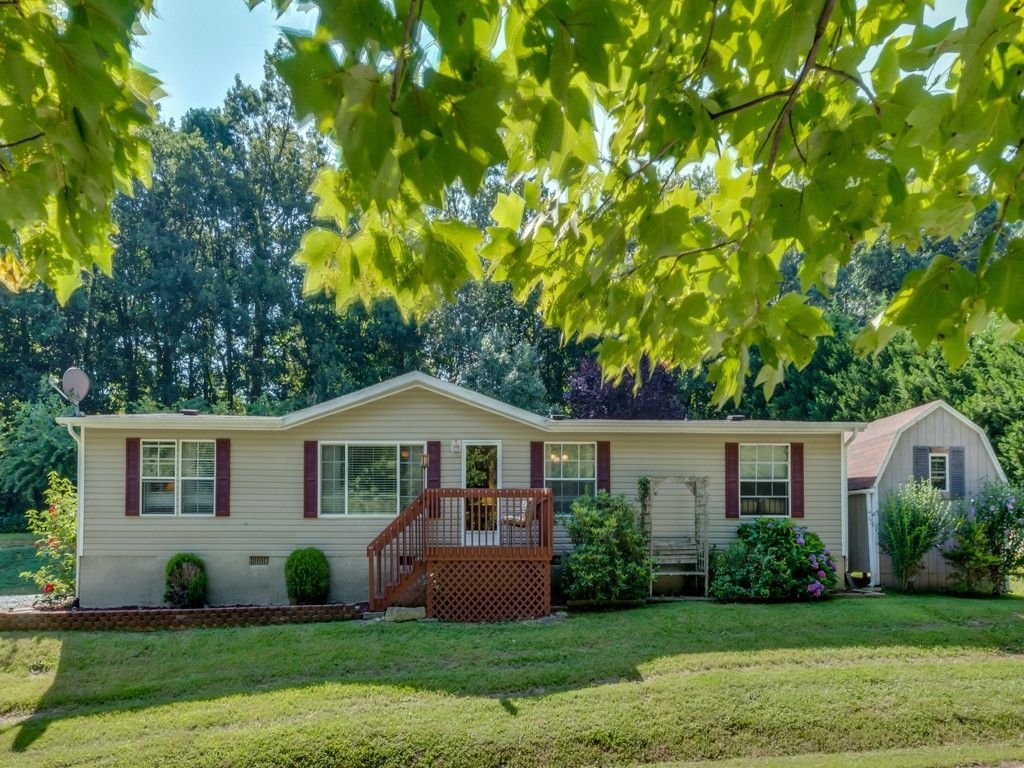 128 Josiah Lane in Hendersonville, North Carolina 28792 - MLS# 3343638
