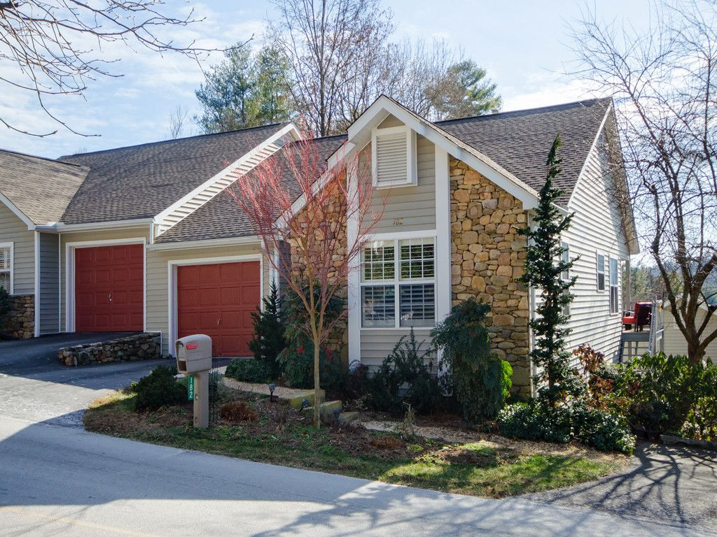 182 Laurel Park Place in Hendersonville, North Carolina 28791 - MLS# 3349804