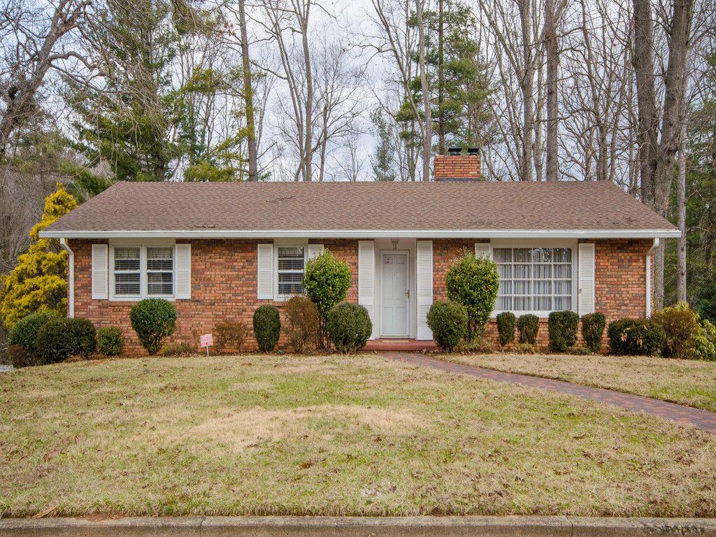 18 Chateau Place in Asheville, North Carolina 28805 - MLS# 3356629