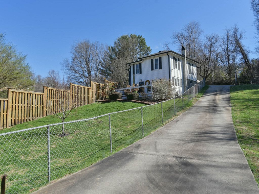 10 Martin Luther King Jr Drive in Asheville, North Carolina 28801 - MLS# 3371271