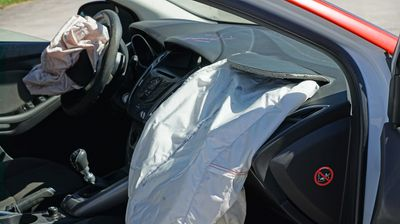 Можеби и вие сте меѓу нив: Уште 1,4 милиони возила се повлекуваат поради дефект со перничињата