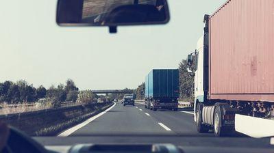 Чекор напред: САД тестира автономни камиони за поштенски испораки