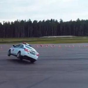 Кога полицаец изведува вртење со Lada Vesta и….