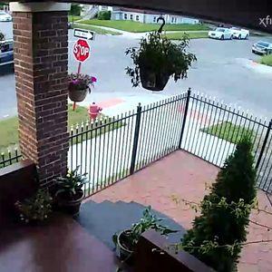Полицаец не застанал на знак СТОП – направил сообраќајка со приватно возило и плус го привел оштетениот
