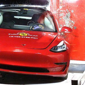 Tesla Model 3 постави рекорд за безбедност