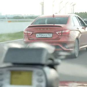 Кој е побрз – Renault Arkana или Lada Vesta?
