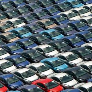 Светската продажба на автомобили со пад од 27,7 отсто за половина година