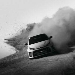 Како се прави автомобилот со најмоќниот трицилиндричен турбомотор во светот