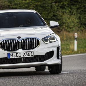 """BMW лансира eвтин """"набилдан"""" хeчбeк"""
