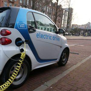 Ќе паѓа цената на горивото: Возењето на струја ќе ја намали побарувачката за нафта за 70%