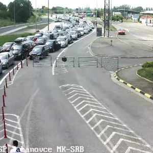 """Километарски колони на """"Табановце"""", стотици возила чекаат за влез во Србија"""