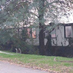 Локализиран пожарот во напуштените бараки кај Градски Парк – нема повредени