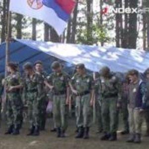 ВИДЕО: Деца во војнички униформи вежбаат на Златибор