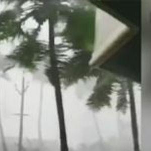 ВИДЕО: Циклон однесе најмалку 33 жртви во Индија