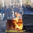 Вкупно 146 уапсени при судири пред средно училиште во Франција