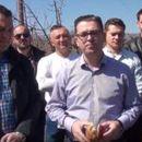 (ВИДЕО) Трипуновски: Преку 50 илјади тони јаболка стојат неоткупени, земјоделците молат за помош