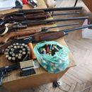 Во дом на битолчанец пронајдени пушки, пиштол и муниција