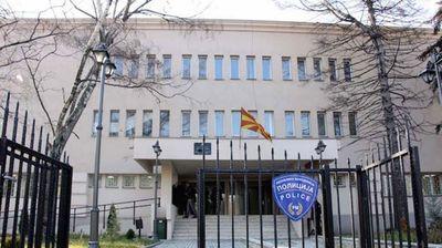 МВР: Полицијата била повикана во училиштето во Вeлес поради невообичаена фреквенција на возрасни граѓани