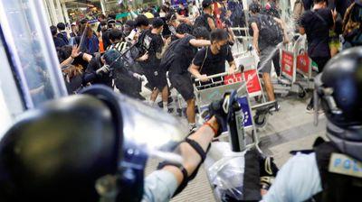 Судир на полицијата и демонстрантите на аеродромот во Хонгконг