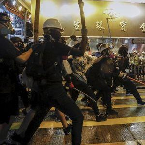 Полицијата во Хонгконг употреби вистинска муниција и водени топови врз демонстрантите